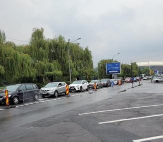 FOTO. Clujenii s-au inghesuit la vaccinare cu a treia doza, la centrul drive-thru