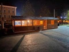 FOTO  Duminica, 8 decembrie se deschide Parcul Sarbatorilor de Iarna la Alba Iulia: Brad de Craciun, patinoar, chioscuri de lemn si Caravana Coca-Cola in Piata Cetate