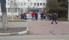 FOTO: Miting al stelistilor in fata Prefecturii Valcea