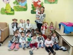 "FOTO. Prichindeii de la Asezamantul Social ""Sfanta Irina"" din Blaj au sarbatorit Ziua Nationala a Romaniei"