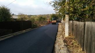 FOTO: Primaria Virtescoiu asfalteaza strazile din comuna