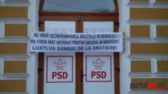 FOTO. Protest anonim la PSD Satu Mare. Banner amplasat pe sediul partidului