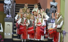 FOTO 900 de copii l-au colindat pe Mos Craciun la Muzeul Municipal