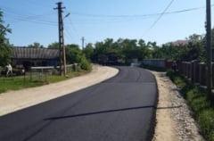 FOTO A inceput turnarea primului strat de asfalt pe drumul judetean Cotusca-Ghireni