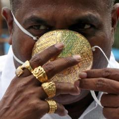 FOTO Cea mai scumpa masca din lume, din aur si cu diamante incrustate, creata de un bijutier israelian