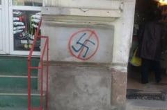 """FOTO Clujul antisemit? Insemne naziste si portrete cu Antonescu desenate pe cladirile """"Capitalei Europene a Tineretului"""""""