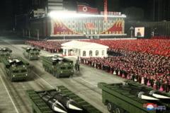 """FOTO Coreea de Nord a prezentat un nou model de racheta balistica la parada militara de la Phenian. Kim Jong Un a descris Statele Unite ca """"principalul dusman"""" al tarii"""