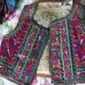 FOTO Costume traditionale in valoare de zeci de mii de lei, furate dintr-o casa batraneasca din judetul Arad