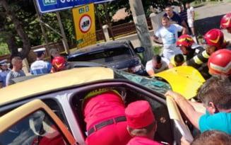 FOTO Cum a semanat o femeie moarte pe sosea la Fetesti. Ce manevra periculoasa a provocat un accident cumplit