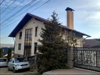 """FOTO Cum arata palatul lui """"El Capo"""" de Suceava, unde DNA a gasit ascunsi 600.000 de euro sub saltea"""