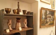 FOTO Expozitie de mobilier si obiecte decorative din casa de la tara a unei bunici din secolul al XIX-lea