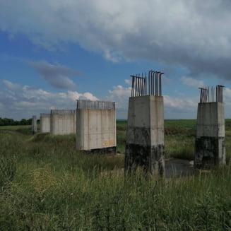 FOTO Imagini de pe santierul abandonat al autostrazii Transilvania. Lucrarea ar fi trebuit realizata de americanii de la Bechtel si spaniolii de la Corsan