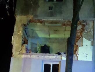 FOTO Imagini dramatice de la explozia din Gaesti. Un intreg apartament a fost spulberat