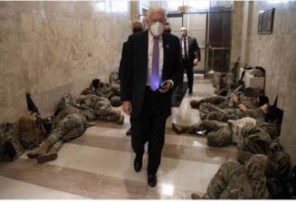 FOTO Imagini ireale de la Capitoliu. Congresmeni americani printre militari care dorm cu armele sprijinite de pereti