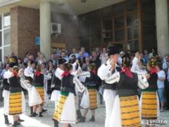 """FOTO/Parada portului popular a deschis ultima zi a Festivalului ,,Toamna Cugireana"""""""