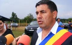 FOTO Primarul de la Baia de Arama, vizat de perchezitiile procurorilor DNA in Mehedinti
