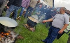 FOTO Probe de maiestrie vanatoreasca, mancare la ceaun si pita cu unsoare, la un festival al vanatorii cu mii de participanti