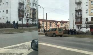 FOTO Protest inedit la Ciresica - Locuitorii din zona, impotriva largirii drumului spre Cisnadie