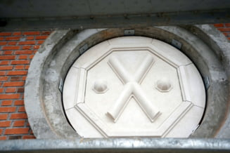 FOTO Turla Catedralei Mantuirii Neamului este impodobita la exterior cu Crucea Sfantului Andrei