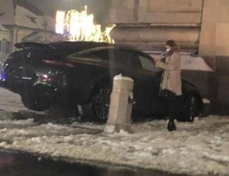 FOTO Un Mercedes AMG a intrat in Arcul de Triumf din Bucuresti. Cum a ajuns bolidul sa rupa stalpii de protectie