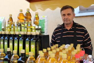 FOTO Un intreprinzator a vrut sa produca motorina pentru tractoare si a ajuns sa fabrice uleiuri presate la rece