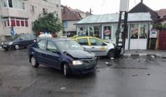 FOTO-VIDEO: Accident in autogara 1 mai. Doua masini s-au ciocnit