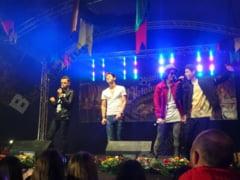 FOTO/VIDEO: Bere, fripturi, majorete si un incendiar concert Maxim in Piata Culturii. A inceput Oktoberfestul bistritean