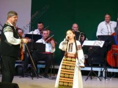 FOTO/VIDEO: Emotionant spectacol caritabil la Centrul Cultural Dacia! Toate biletele - vandute pentru Ionut Zavoianu si o familie din Sebis