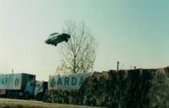 """FOTO VIDEO Cascadoria realizata in urma cu 25 de ani la Alba Iulia, devenita celebra in toata lumea. Cum a """"zburat"""" Lae Dreghici cu o Dacia 1300 peste doua TIR-uri"""