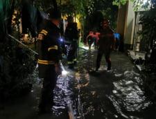 FOTO/VIDEO Case si curti inundate, strazi acoperite de ape in zeci de localitati din 11 judete, in urma ploilor torentiale