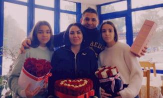 FOTO VIDEO Ce cadouri au facut interopii de Valentine's Day. Adrian Corduneanu Beleaua si-a rasfatat sotia si fetele cu trandafiri rosii