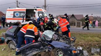 FOTO/VIDEO Grav accident rutier in Vaslui, o masina a fost strivita de un camion care a intrat pe contrasens. Un barbat a decedat