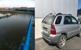 FOTO VIDEO Masina de teren inghitita de apele Oltului, dupa ce a fost lasata neasigurata pe malul apei. Imagini de la cautari