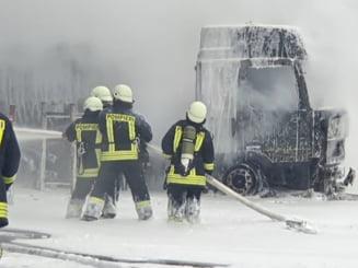 FOTO/VIDEO UPDATE Lukoil anunta o ancheta dupa ce o cisterna incarcata cu motorina a luat foc in incinta unei rafinarii din Ploiesti