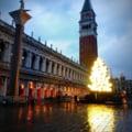 "FOTO/VIDEO Un brad digital amplasat in Piata San Marco din Venetia starneste nemultumiri printre italieni: ""Strica magia sarbatorilor"""