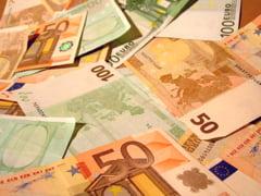 Fabrica de bani falsi: Un oradean a gasit un morman de euro si a vrut sa isi ia mici