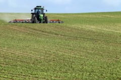 Facilitati pentru tinerii fermieri care cumpara terenuri agricole