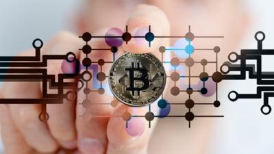 Factorii care au generat profituri uriase pentru cei care au avut curaj sa cumpere Bitcoin. Criptomoneda a ajuns sa fie preferata in dauna aurului