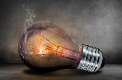 Facturi din ce in ce mai mari la energie electrica: Curentul va continua sa se scumpeasca