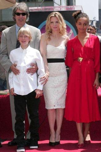 Faimosi si cu inima mare - Celebritati care au adoptat copii (Galerie foto)