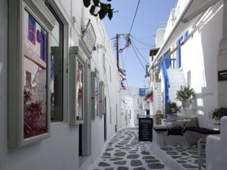 """Familie de romani obligata sa se izoleze in camera de hotel din Grecia. Povestea spusa de mama: """"Fiica mea a fost declarata suspecta de COVID-19, desi nu avea simptome"""""""