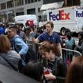 Fanii iPhone X au stat la cozi uriase in toata lumea pentru a cumpara telefonul de 1000 de dolari