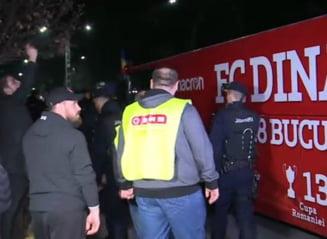 Fanii lui Dinamo au luat foc: Au blocat autocarul si i-au amenintat pe fotbalisti