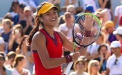 Fantastic! Emma Răducanu e în semifinale la US Open fără să piardă vreun set în 8 meciuri. A trecut la pas și de campioana olimpică de la Tokyo