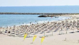 Fara garduri, sezlonguri sau baldachine la mal, pe plajele de pe litoral