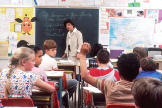 """Federatia Sindicala """"Spiru Haret"""" cere Guvernului sa majoreze salariile profesorilor in septembrie"""