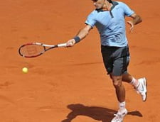 Federer s-a calificat greu in sferturi la Roland Garros