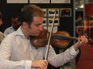 Felix Rotaru, cel mai tanar lutier roman, ucenic al scolii lui Stradivarius