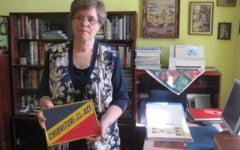 """Femeia cu chibriturile. Un """"virus"""" luat acum 50 de ani a transformat-o in cea mai mare colectionara de cutii de chibrituri din Romania"""