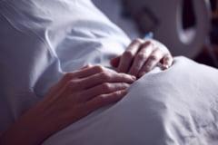 Femeie bolnava de cancer, obligata sa dea 8.000 de lei mita chirurgilor. Unul dintre medici, retinut
